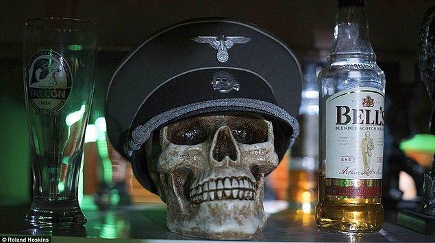 Karargahlarında dikkat çeken objeler arasında SS subaylarının kullandığı şapkalar