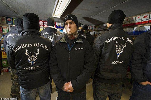 Polis teşkilatının yetersiz kaldığını düşündükleri yerlerde geceleri devriye atmayı kendilerine görev edinmişler.