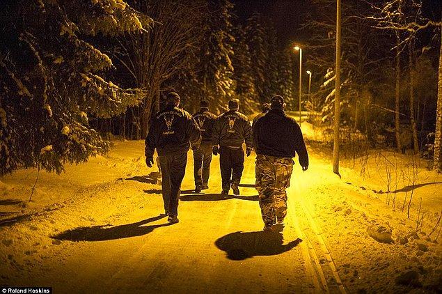 Çete geceleri Finlandiya sokaklarını göçmenler için adeta kabusa çevirmiş durumda.