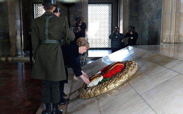 Anıtkabir'i ziyaret etti