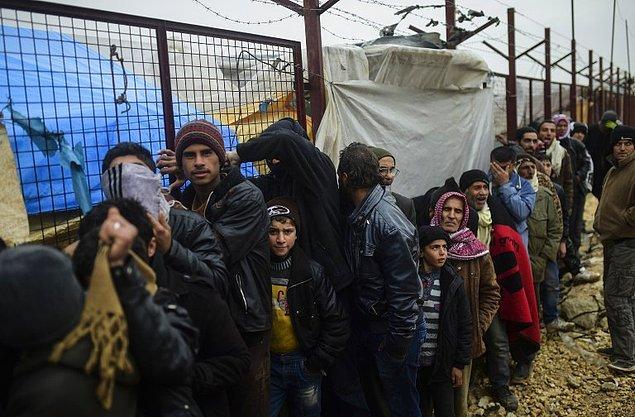 'Sınırda 30 bine yakın kişi birikmiş durumda'