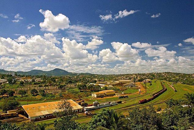 1. Kamerun, resmi adıyla Kamerun Cumhuriyeti, Afrika kıtasının Ortabatı bölümünde yer alan garip bir ülke.