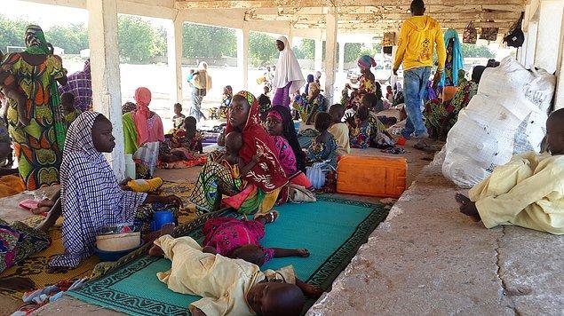 5. 23 milyona dayanan nüfusu ile Kamerun'da kişi başı gelir 2 bin dolar civarında, Kamerunlu fakir, Kamerunlu yoksul...