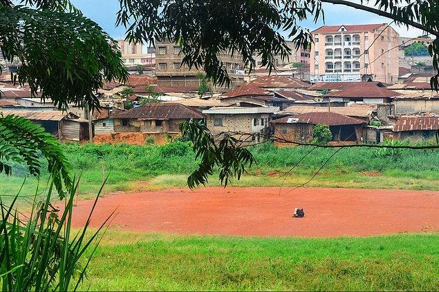 6. Kamerun tarih boyu hep ezilmiş, örselenmiş, itilmiş; ilk olarak Portekizliler gelmiş bu biçare insanların yurduna.