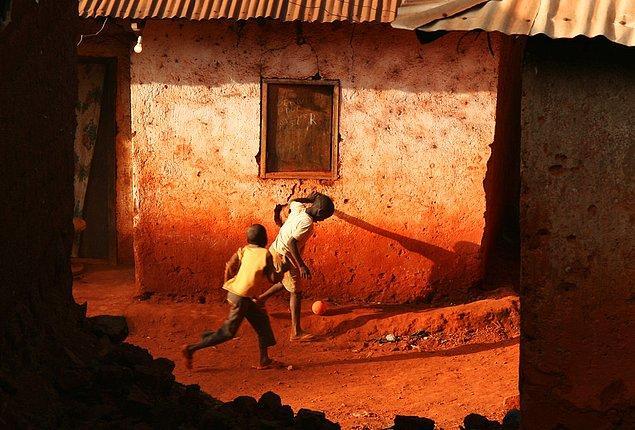 23. Kavga yarınsa, yumruğunu neden bugün sıkıyorsun? diyen insanların ülkesindeki havayı soluyun.