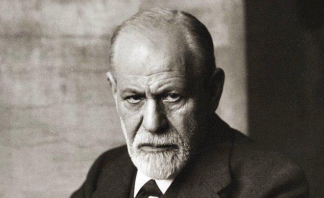 Sigmund Freud'a göre Karamazov Kardeşler yazılmış en iyi romandır.