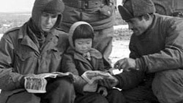 """14. Çocukken """"Merhaba asker ağa"""", """"Ekmek var mı?"""" gibi cümleleri öğrenmişler. Hatta """"Üsküdar'a Giderken"""" şarkısını bile ezberlediklerini söylüyorlar."""