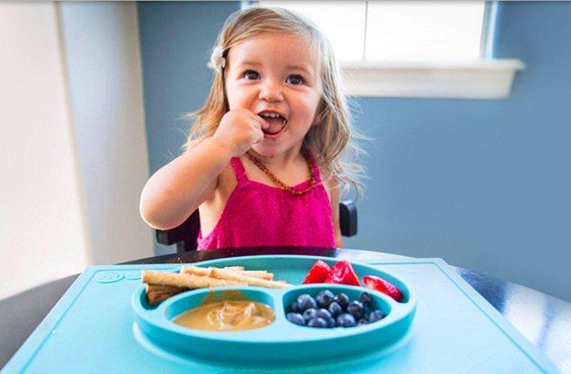 5. Bu vakumlu tabaklar masaya yapışarak küçük çocukların evi savaş alanına çevirmesini engelliyor.