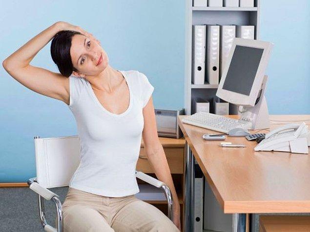 3. Saatlerce bilgisayar başında hareketsiz oturmaktan yine mi boynun tutuldu?