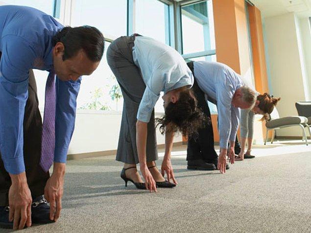 9. Dik durmaya çalışmaktan fenalık geçiren vücudunu rahatlatmakta sıra.