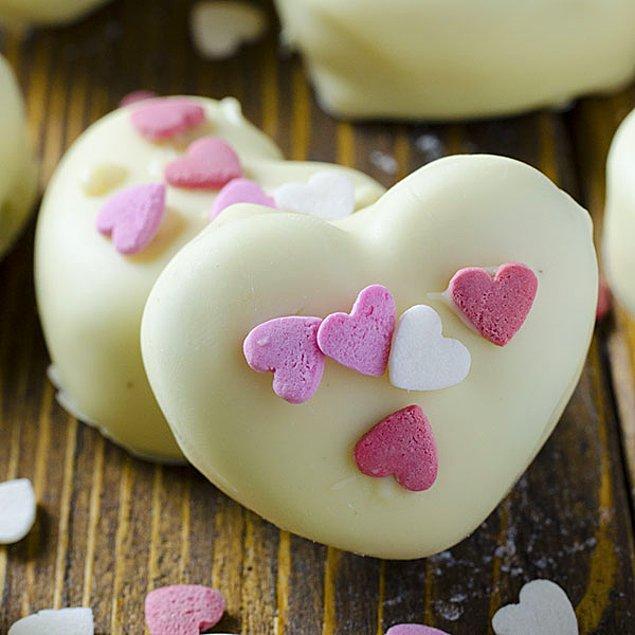 12. Bisküvilerden yepyeni bir tatlı yaratmaya ne dersiniz?