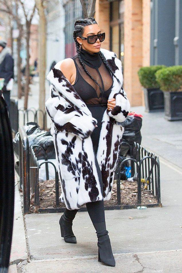 Doğum nedeniyle aldığı kiloları vermek ve toparlanmak için bir süredir evden çıkmayan Kardashian, New York Moda Haftası'na katılmak için ortaya çıktı.