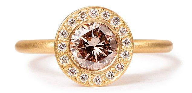 7. Şık bir konyak elmas yüzük: