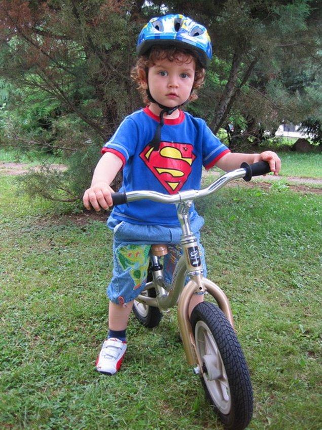 13. İlk pedalsız bisikletini  ( alıştırma bisikletini ) 2-3 yaş arasında alabilirsiniz, pedalları olmayan bu bisikleti, özellikle