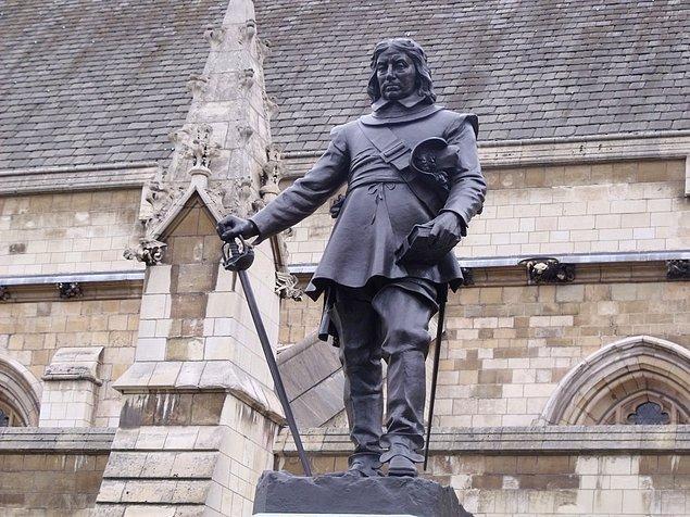 Ne olursa olsun, Cromwell bugün İngilizlere göre tarihlerinin gördüğü en önemli 10 liderden birisi.