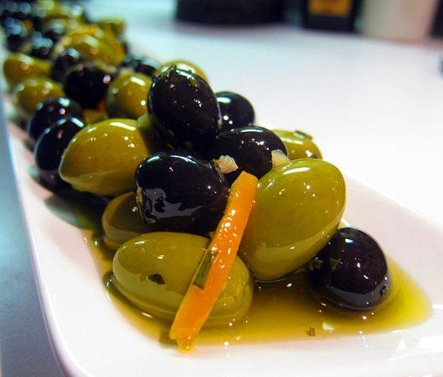 9. Bol zeytinyağı ve kırmızı közlenmiş biberle Portekiz mutfağının lezzeti olmuştur.