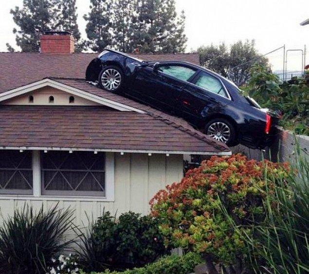 Что делает эта машина на крыше?!