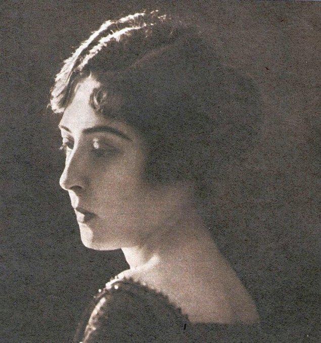 Fikriye Hanım, Yunanistan topraklarında Larisa'da 1897 yılında dünyaya geldi.