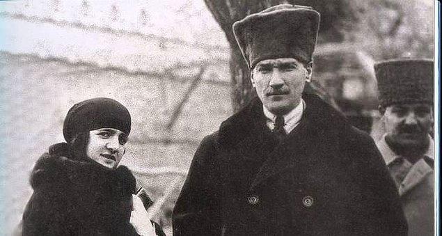 Bu sırada Almanya'da tedavi gören Fikriye Hanım ise Mustafa Kemal'in evlendiği haberini gazetelerden öğrendi.