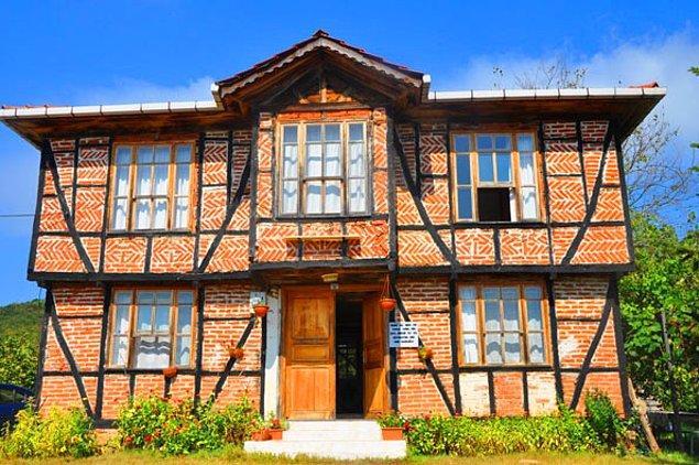 11. Ayrıca tarihî evleri de görebilirsiniz.