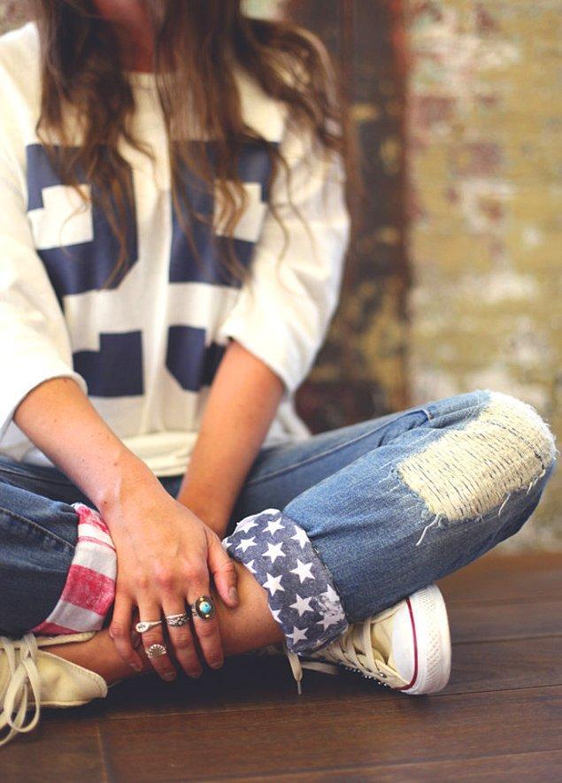 8. İstediğiniz desenin kalıbını çıkararak, kumaş boyası ile pantolonunuza renk katmak da mümkün elbette!