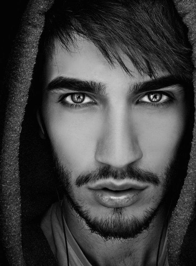 2. Bir kere böyle göze sahip erkekler karizmatik kelimesinin canlı tanımıdır.