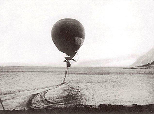 Havalanışından çok kısa bir süre sonra, balon aniden sürüklenmeye başladı ve suya battı. Ekip hemen ağırlıkları attı ve balon yeniden yükseldi.