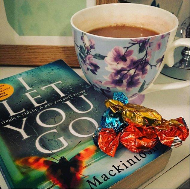 9. Sizin için güzel bir cumartesi gecesi = İyi bir kitap ve bir fincan kahve
