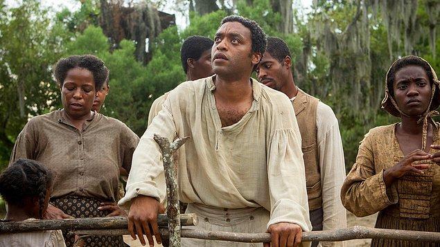 """1. """"12 Yıllık Esaret (2013)"""" filmindeki rolüyle """"Chiwetel Ejiofor"""""""