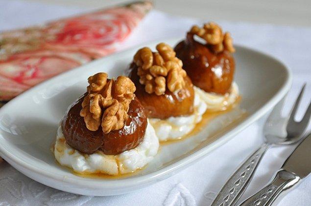 4. Yaz lezzetlerini kışa taşıyan en güzel şey incir, gelin bu sefer pekmezle tatlandırıp sunalım