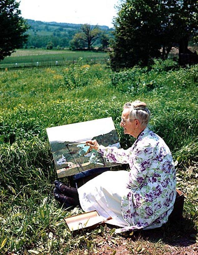 """16. Son olarak """"Büyükanne Moses"""", müthiş başarı yakaladığı ressamlık kariyerine başladığında 78 yaşındaydı!"""