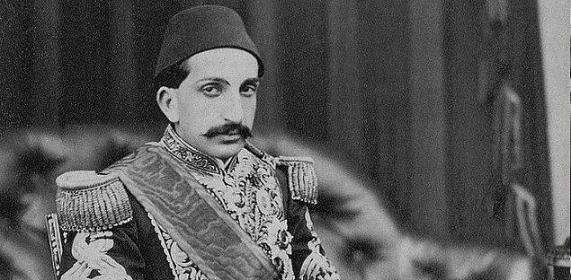 Osmanlı'da padişahın doğum günü kutlaması milli birlik ve beraberliğin göstergesi olduğu için kamuoyu tepkisinden çekinen muhalifler bile bu geleneğin bir parçası olmuşlar.
