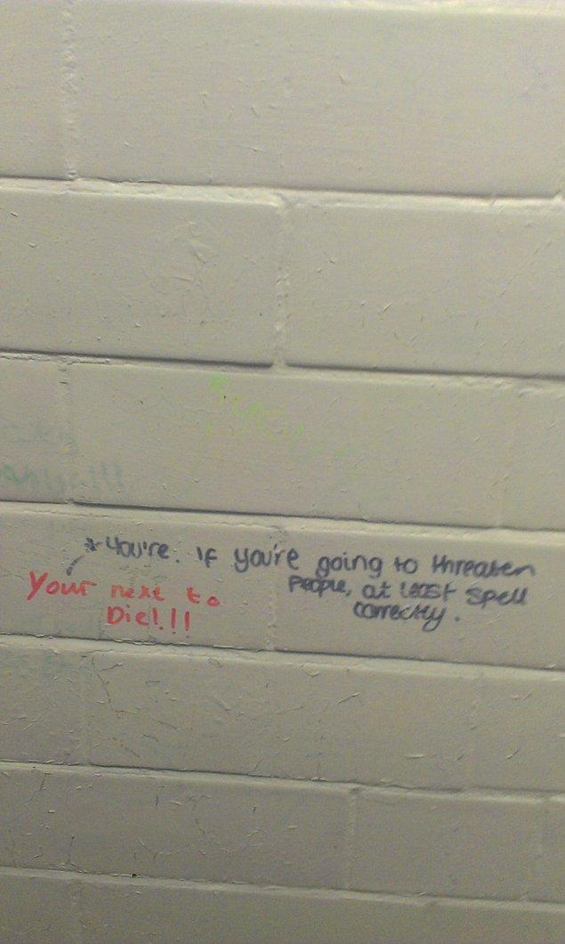 18. Yazma özürlü arkadaşlar duvarı karalamasın. İlkokul ingilizcesinde çuvallama bari.