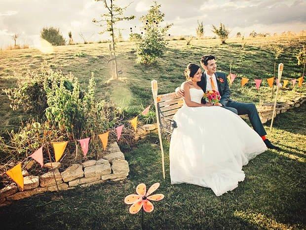 Kırda sade ama kalabalık bir düğün