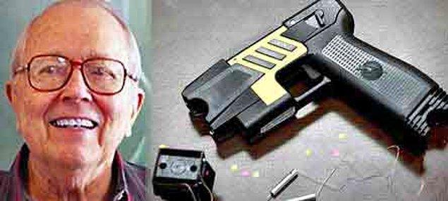 11. Şok tabancasının mucidi Jack Cover, bu sıçramayı yaptığında 50 yaşındaydı.