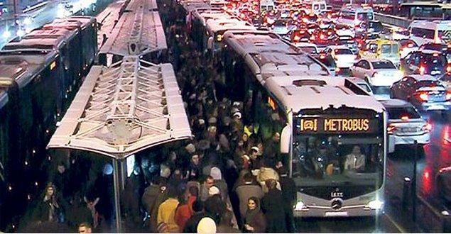 9 Şubat, İstanbul'da serin bir gün. Metrobüsle kimisi işine, kimisi evine, kimisi arkadaşıyla buluşmaya gidiyor.