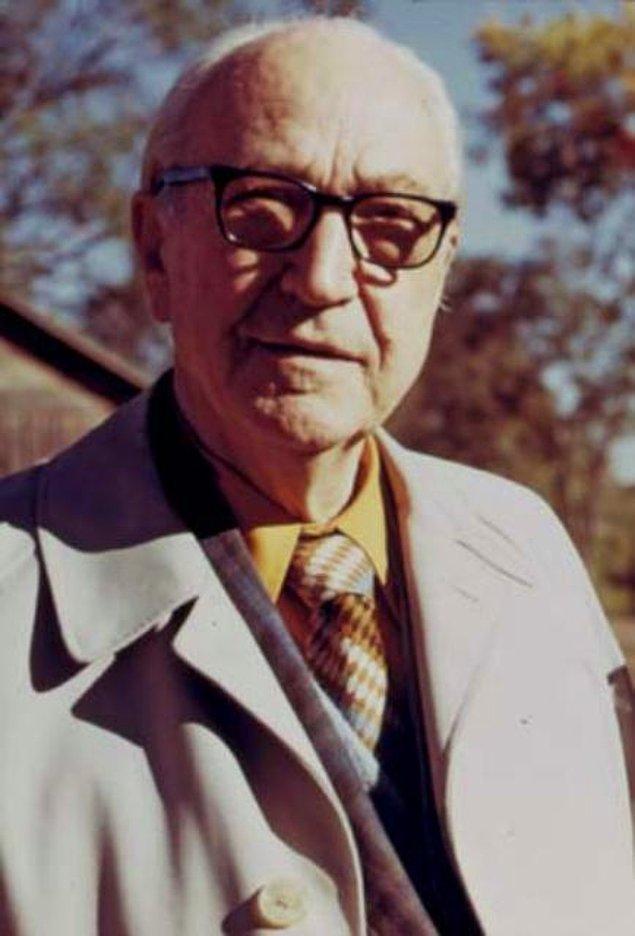 11. Karl Menninger- İstersen yak, savur, dağıt, beni yarala