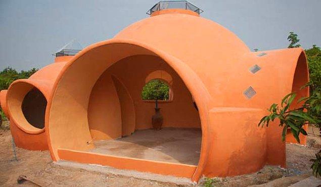 5. Kullandığı malzemeleri evi inşa ettiği yer olan Tayland'daki ucuzculardan tedarik etmiş. Böylece her şey çok ucuza gelmiş.