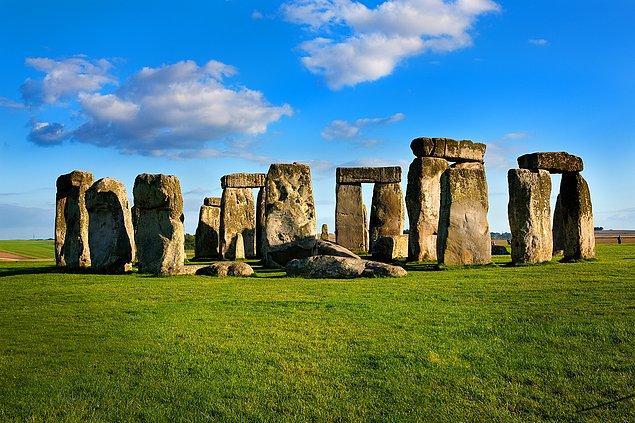 26. Stonehenge'i ziyaret edin.