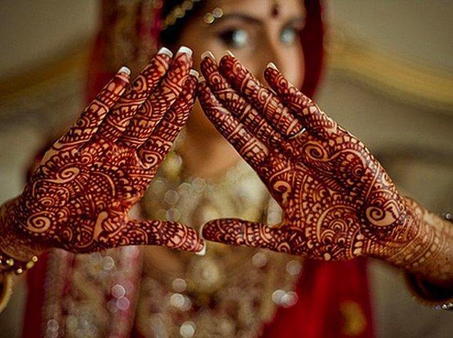 29. Hindistan'da henna dövmesi yaptırın.