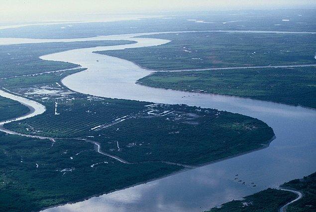 37. Laos'taki Mekong Nehri'nde yüzün.