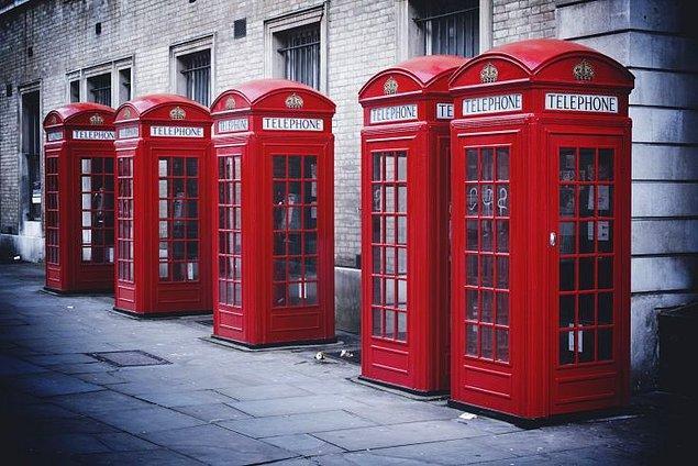 60. Londra'daki telefon kulübelerini kullanın.