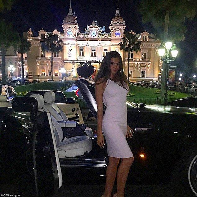 Monte Carlo'daki bir kumarhanenin önünde spor arabayla poz veren bu kişi ise Anna Fursova.