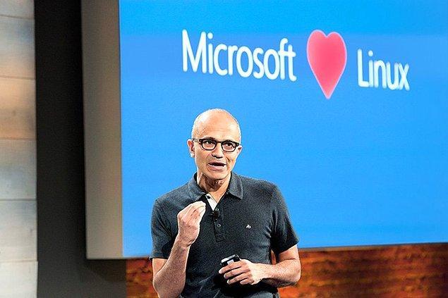 12. Satya Nadella CEO'luğa geldiğinden beridir Microsoft giderek daha fazla sayıda uygulamasını farklı platformlardan erişilebilir hale getirdi.
