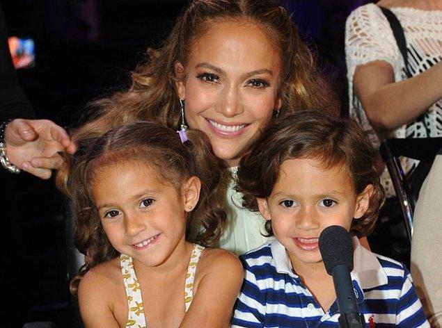 4. Jennifer Lopez ve Emme & Max Anthony