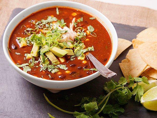 4. Sıra geldi çorbalara, ilk olarak Tortilla Çorbası!