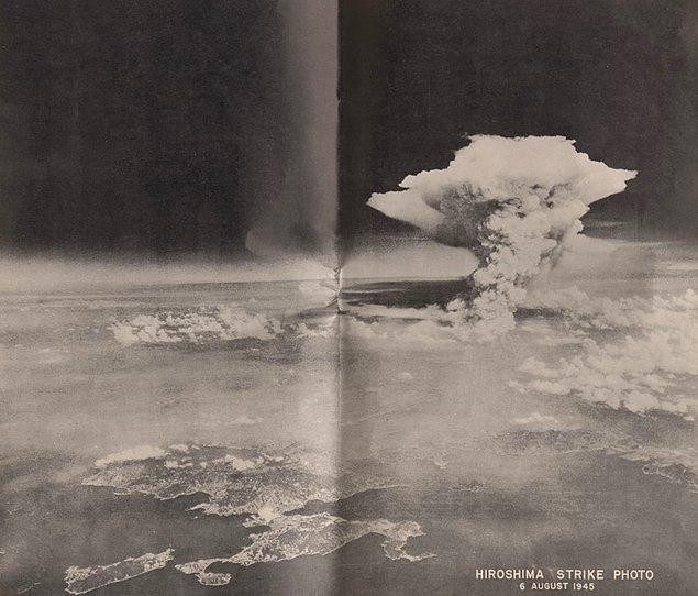 14. Hiroşima'da atom bombası patlaması sonucu ortaya çıkan mantar bulutunun pek bilinmeyen farklı bir açıdan görünümü, 6 Ağustos 1945
