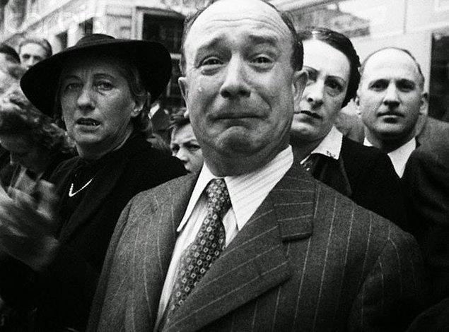 15. Nazi'lerin Fransa'yı işgali sırasında bir Fransız ağlarken, 1940.