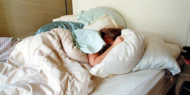 9. Daha büyük bir yatak ve daha çok yastık satın alıyorsanız, bunu kendiniz için yapıyorsunuzdur.