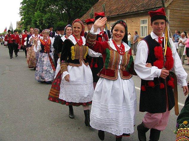 15. 133 bin kayıtlı halk şarkısıyla Estonya dünyanın en büyük halk şarkısı koleksiyonuna sahip.